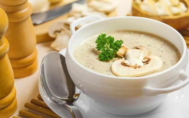 Сколько хранится суп в холодильнике: срок годности первых блюд разных видов