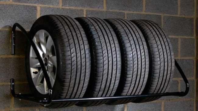Как хранить колеса в гараже?