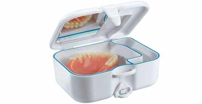 Как правильно хранить зубные протезы ночью и не только