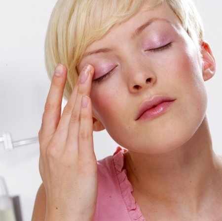 Как сделать светлее кожу вокруг глаз?