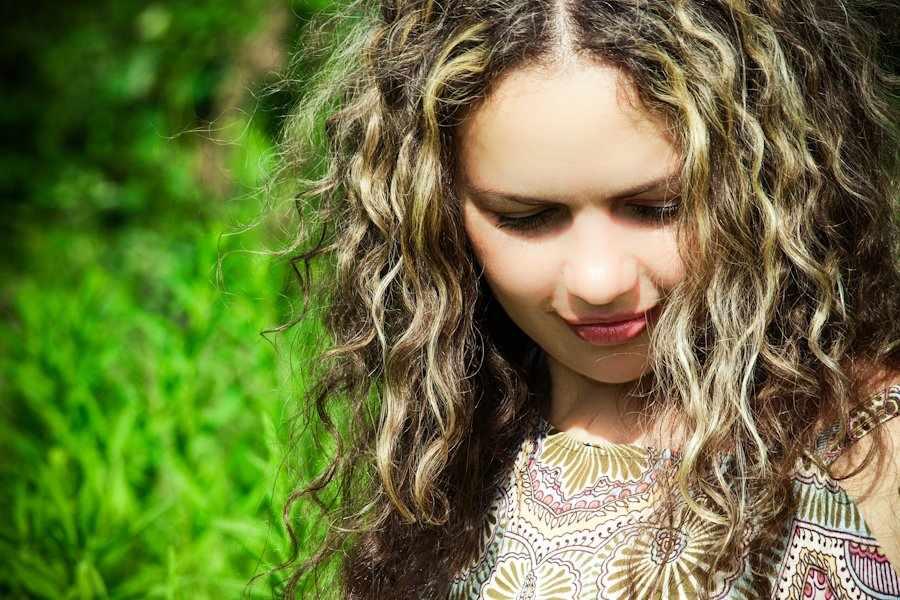 Как правильно ухаживать за волнистыми волосами?