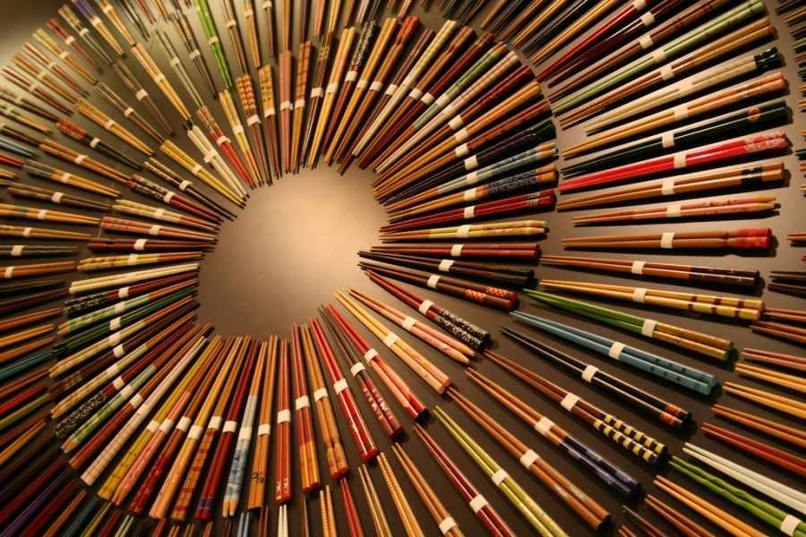 Как правильно пользоваться китайскими палочками?