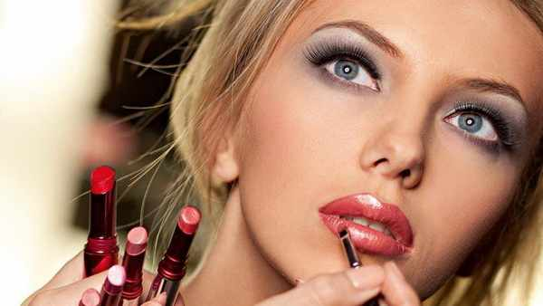 Как правильно красить губы ?