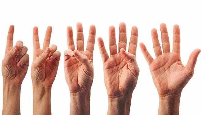 руки с оттопыренными пальцами