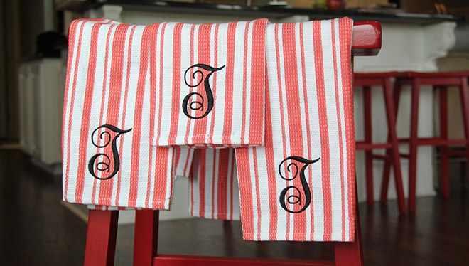 вышивка букв гладью на полотенце