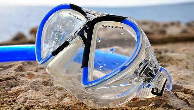 маска на пляже