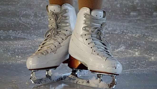 девушка на коньках